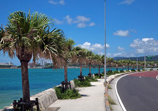 西海岸リゾートの海岸線(恩納村国道58号)