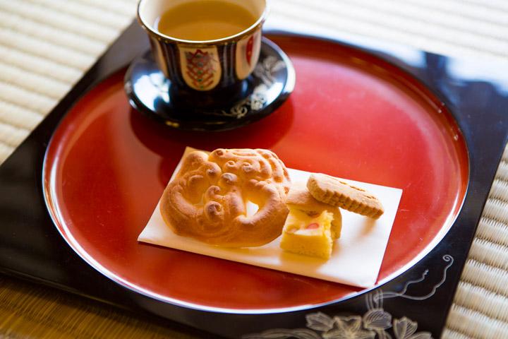 4種類のお菓子とさんぴん茶