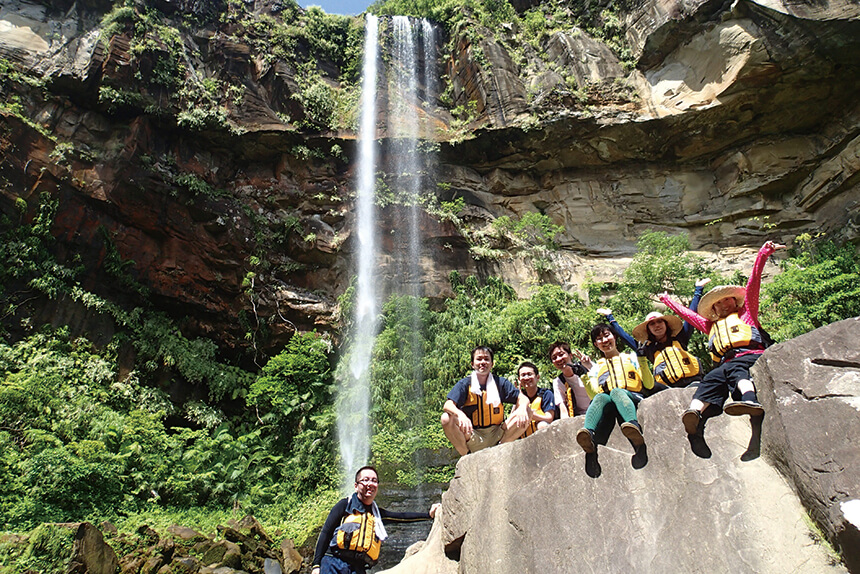 西表島屈指のパワースポット「ピナイサーラの滝」