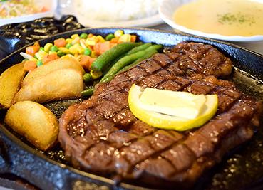 まきし食堂のステーキ