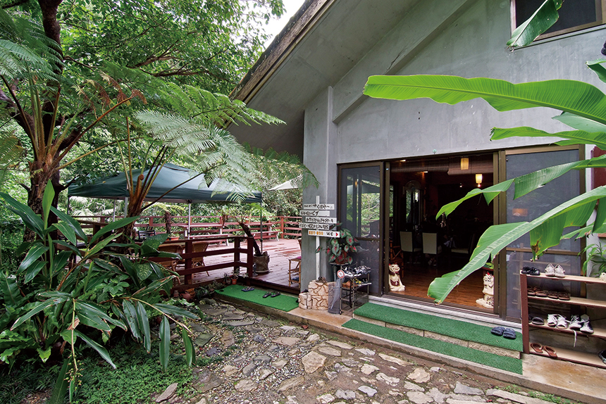 緑豊かな大自然に囲まれた Cafe ichara