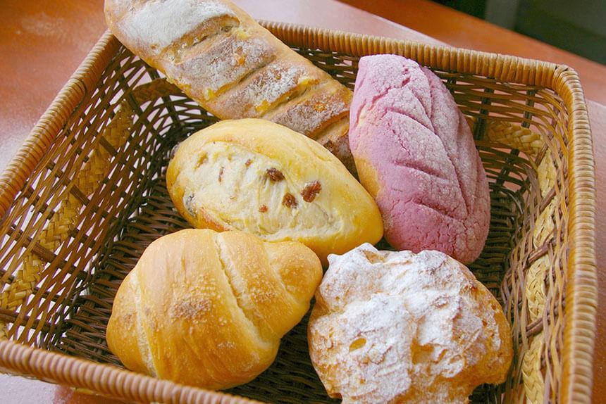 パインとクルミのパンなど