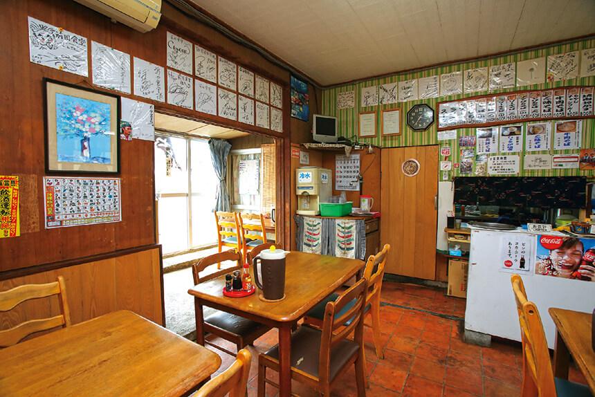 前田食堂店内