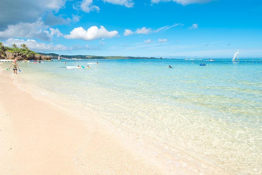 リゾートホテルでも珍しい天然ビーチ「ムーンビーチ」