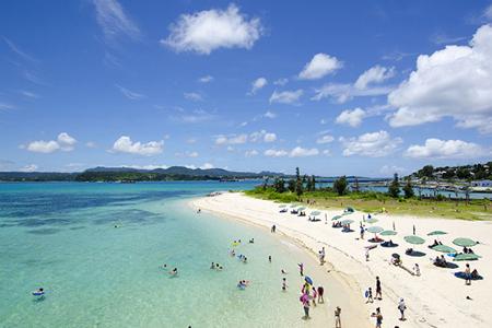 沖縄旅行に行く人必見!7月~10月上旬の服装・アイテム