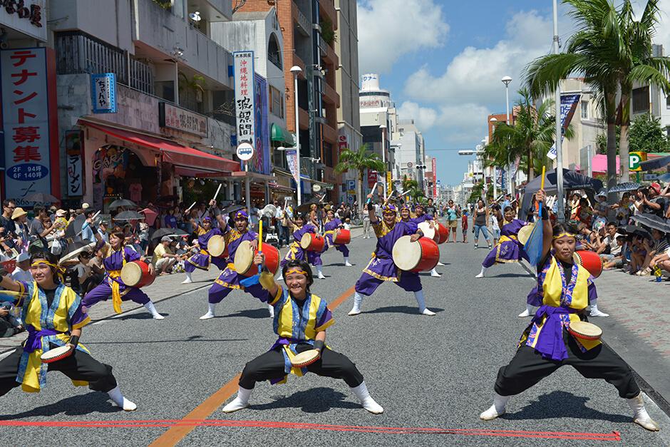 一万人のエイサー踊り隊