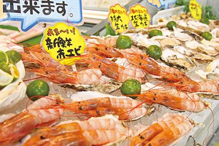 魅力あふれるスポット!道の駅で沖縄グルメを満喫
