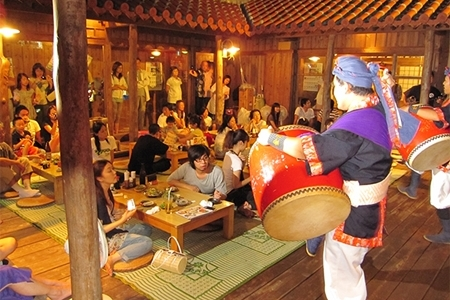 沖縄島唄居酒屋で満喫ナイト