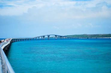 2015年開通した伊良部大橋