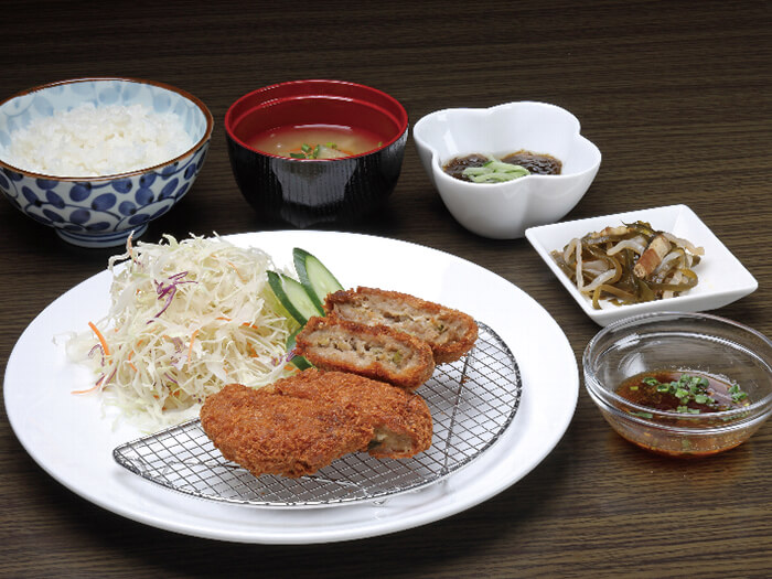 【Suppon menchi-katsu (soft-shelled turtle meat ground cutlet)】 We cultivate 「Suppon (soft-shelled turtle)」 under safe and sanitary control for the first time in Okinawa. Collagen rich meat is all good for health and beauty!