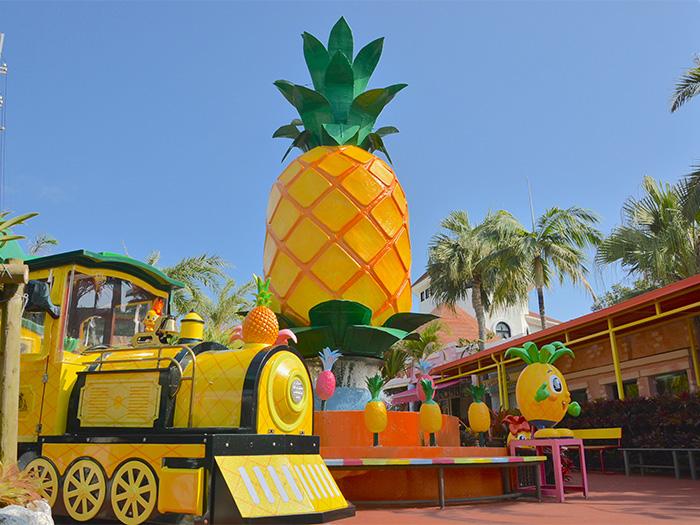 大きなパイナップルが目印!世界で一番大きなパイナップル?!