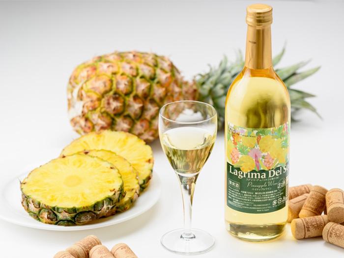 ココで造られた飲みやすい口当たりとフルーティーな味わいのパインのワインを試飲