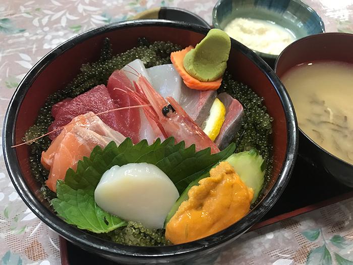 包含沖繩料理在內多達70種豐盛菜單。