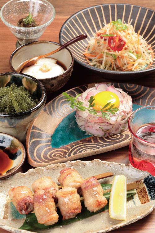アグーのバラ串、県産白身魚の洋風ユッケ仕立て、青パパイヤのはりはりサラダなど