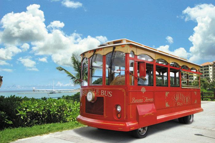 公園内を巡回する無料のシャトルバス
