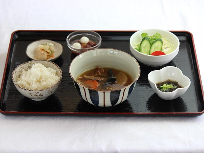 人気の「すっぽん汁定食」すっぽんの臭みもなくおいしくすっぽんがスープで頂けます。