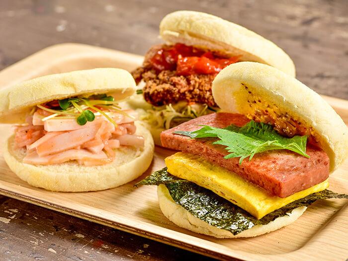県産素材で作るホットサンド全4種。アンダンスー(油みそ)のアクセントが効いた「ポークエッグサンド」420円など