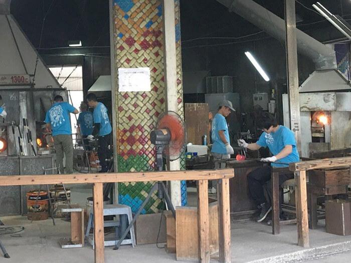ひと吹きに凝縮される職人の技 職人の技を間近で見学する事ができるガラス工場