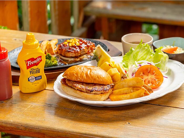 使用阿古豬肉的漢堡排,擁有直徑長達15公分的驚人尺寸