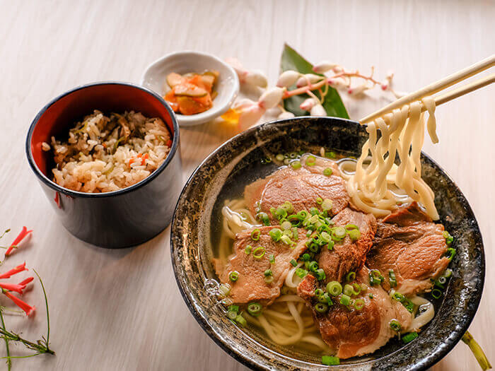 Agu pork soba (¥1480): premium Okinawa soba made with mouth-watering slow-cooked Agu.