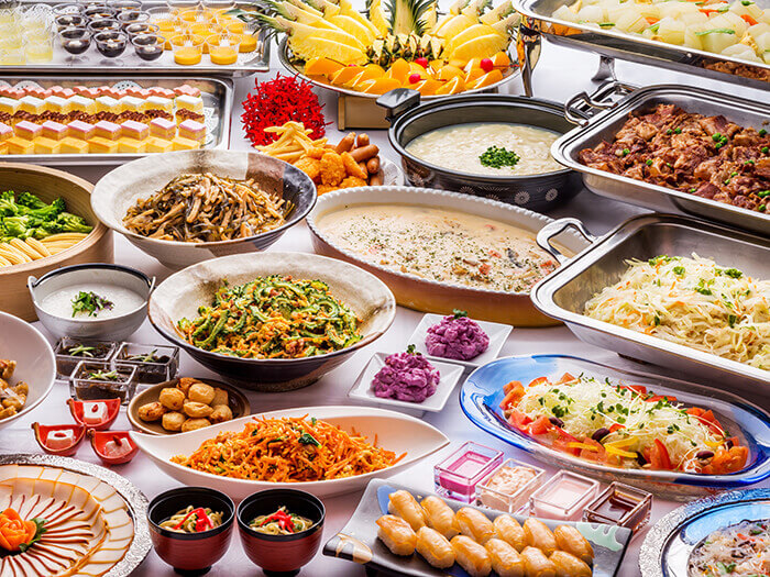 You can enjoy a healthy buffet which specializes in Okinawan foodstuffs.