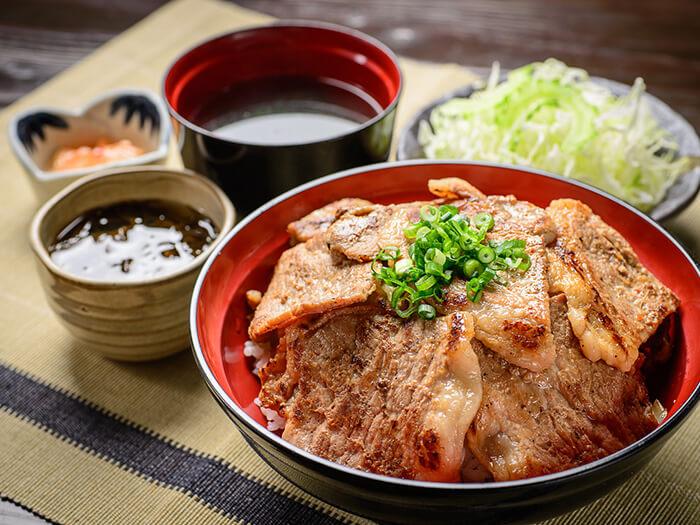 人氣的薑汁燒肉套餐使用特製醬汁,完全發揮出阿古豬的美味