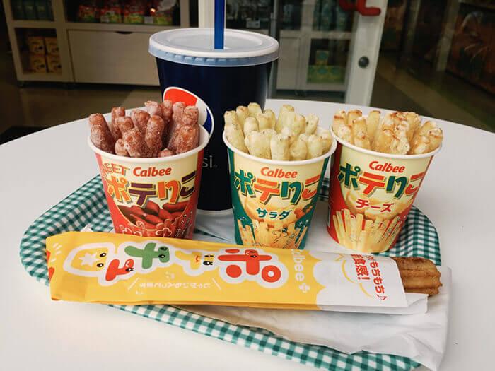 現炸出爐!酥脆鬆綿!備受歡迎的熱騰騰點心。黑糖口味的薯條吉拿棒只有在沖繩才找得到!