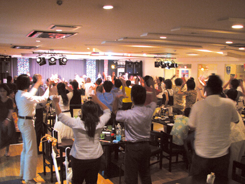 Enjoy the last with Kachāshī (Ryukyuan folk dance)