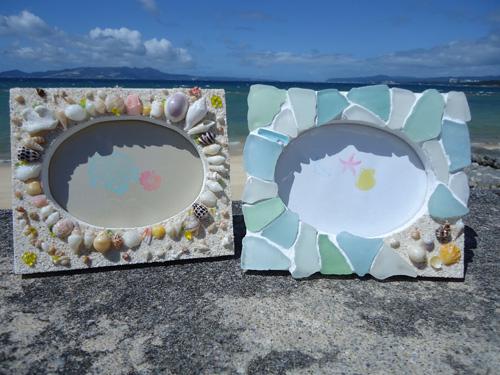 海のクラフトオリジナル雑貨 (商品例)  左よりシェルフォトフレーム1,800円、シーグラスフォトフレーム2,300円