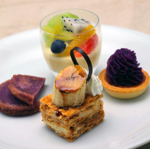 沖縄ならではの食材をふんだんに使用したスィーツ。数々の賞を受賞したパティシエの世界を堪能