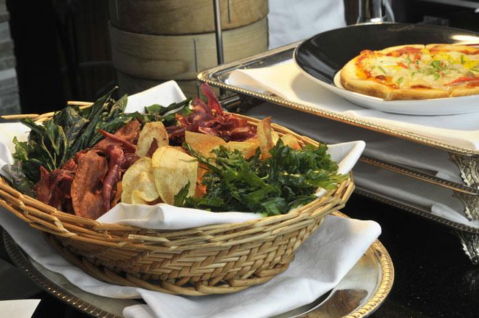 県産野菜を香ばしく揚げたチップスは人気の一品です。