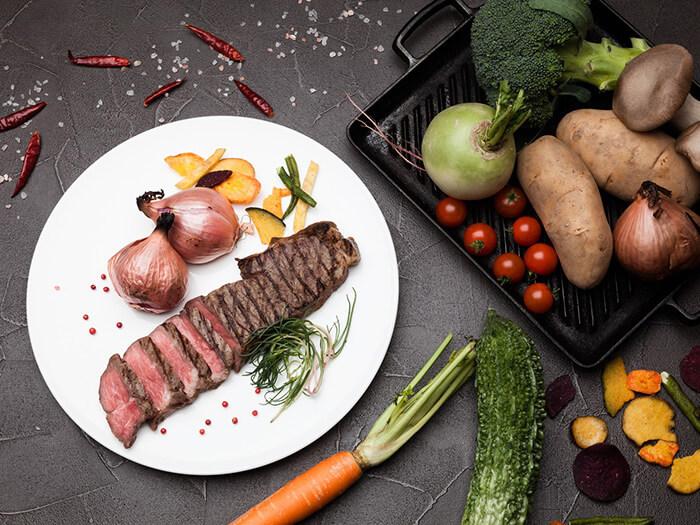 日・祝日限定のディナーブッフェが2018年8月よりリニューアル!沖縄の伝統料理がお楽しみいただける「琉球料理屋台」や大人も子供も楽しめる「チョコファウンテン」をご用意