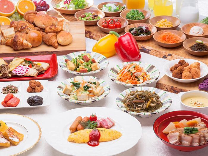 ~DINING 暖琉満菜~ 那覇のハーバーサイドで愉しむロハスダイニング  ホテルならではの洗練された上質空間で贅沢なお食事をお楽しみください。