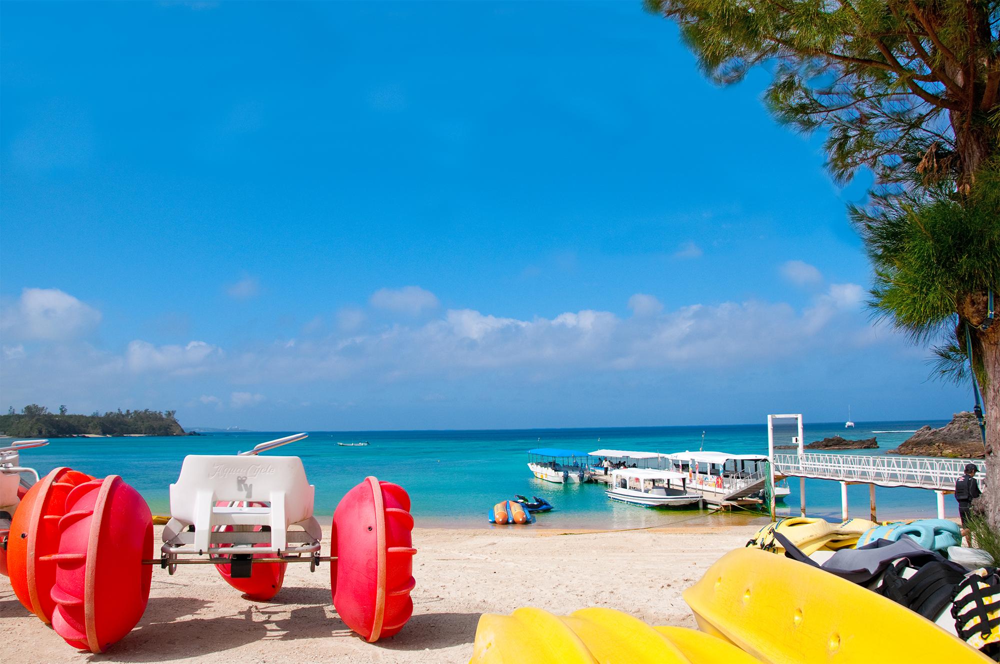 豊富なビーチメニューと施設をご用意しております。かりゆしビーチを心行くまでお楽しみ下さい
