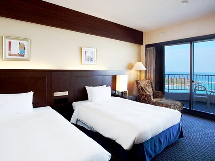 【客室】洋室 30平方メートル・オーシャンビュー  【洋室1~3名オーシャンビュー】客室からは絶景の東シナ海を一望できます。