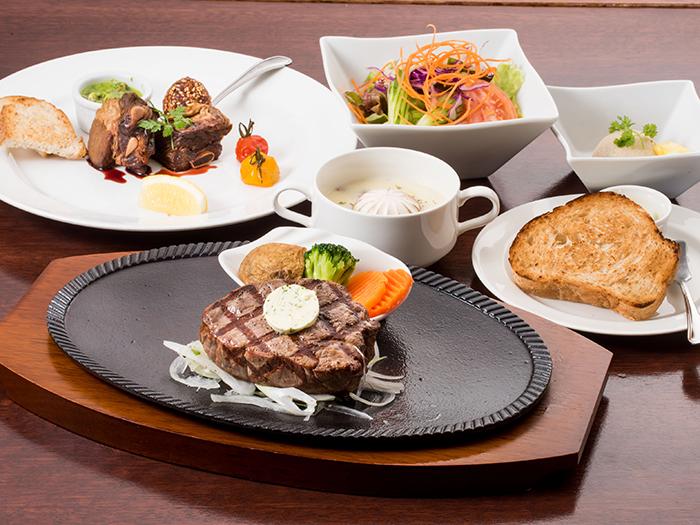 【本格炭火焼ステーキハウス HOPE】香り高い極上のステーキ
