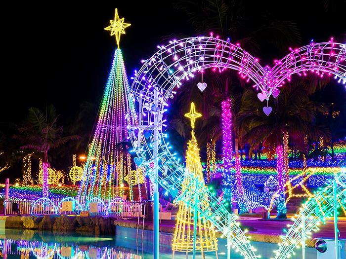 ルミナスガーデン  ブルーの泉に色とりどりの光が踊るルミナスガーデンエリア