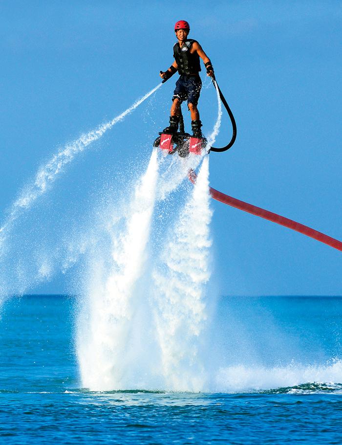 ムーンビーチにはフライボード世界大会出場のスタッフもいて、スキルも高いアドバイスがもらえて安心