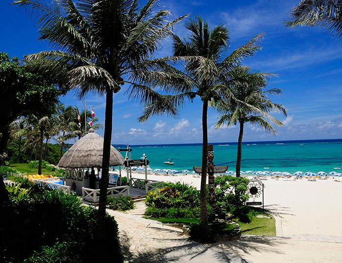 こんなに美しいビーチでメニュー豊富なマリンアクティビティを楽しもう!