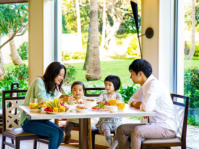 パセオガーデン  緑豊かな広い庭を眺めながら開放的な気分で食事を楽しめる