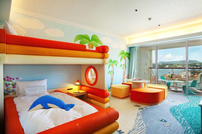 海とイルカをテーマにしたフリッパーズコネクティングルーム  オリジナルの2段ベッドやお子様アメニティを揃えたファンタジックな客室