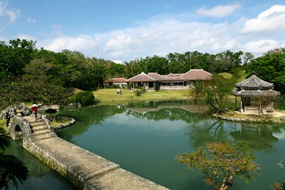 It is the biggest imperial Ryukyu household villa, which was built at the end of the 18th century. It was used not only as a rest room for the imperial family but also as a place to entertain the Imperial Chinese missions called Sakuhoushi. <br>PHOTS provided by OCVB