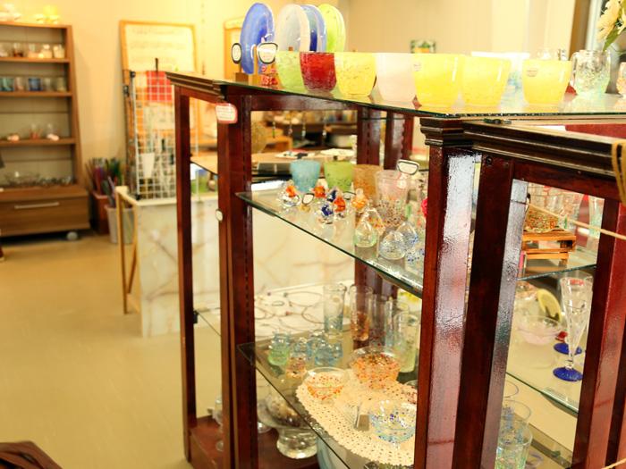 オリジナルの商品も各種揃う店内