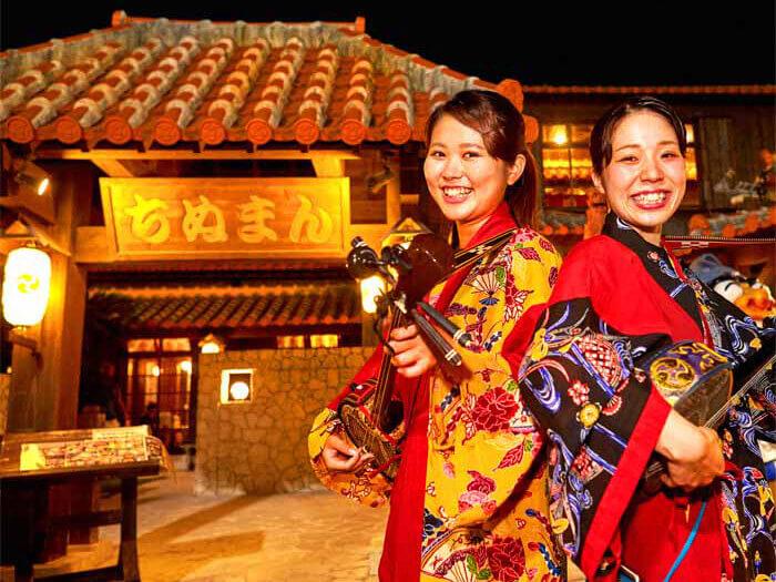 備有榻榻米的大宴會間、桌位、露天座位等的大型店鋪,非常歡迎團體客人!還有沖繩民謠現場演唱!