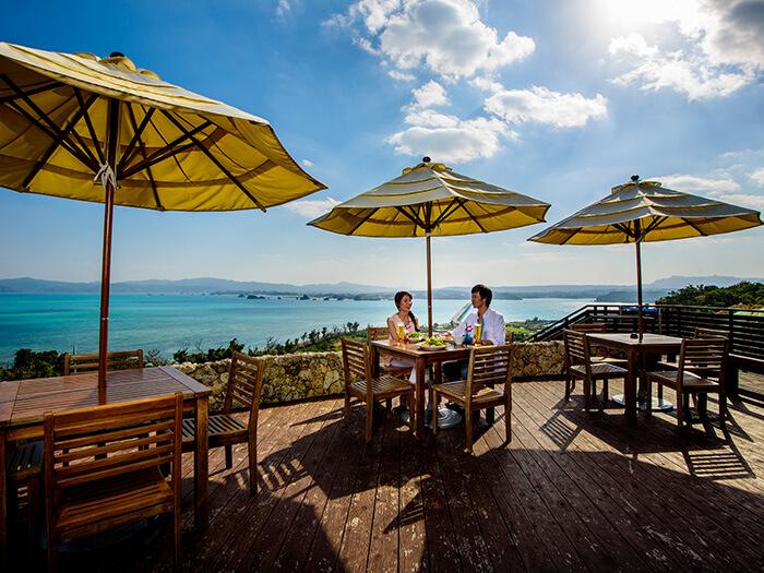 絕美的景色也是一份奢侈的饗宴!天氣晴朗或涼爽的季節,一定要到露天咖啡座去,體驗一下舒適開闊的感覺