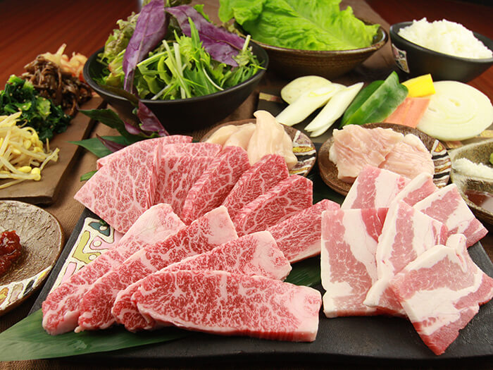 One popular dish lets you taste Okinawa-brand beef and Agu pork side by side!