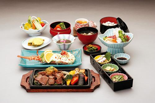 島の食材を盛り込んだ郷土料理は3780円~、石垣牛焼肉ディナー5940円ほか