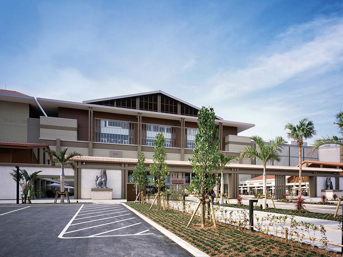 沖縄の自然と一体化したリゾートモール