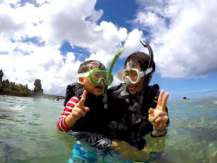 【E行程】2周歲以上即可参加!海滩生物观察&浮潛。申請對象:滿2〜75周歲。所需時間:2h。第一次大海体验&喂鱼体验。