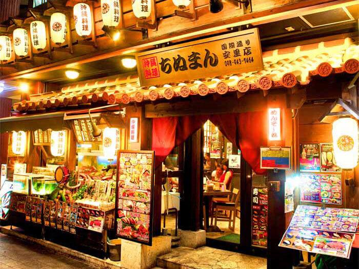 店面雖小,但沉穩寧靜的氣氛很適合用餐。全面禁菸!